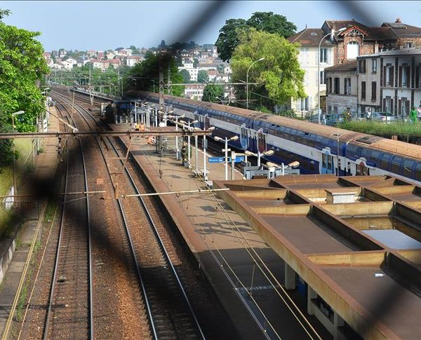 France: Strikes affect economic growth
