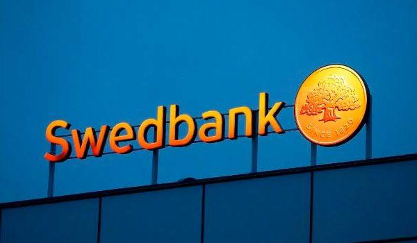 Swedbank suspends Estonian heads in money laundering inquiry