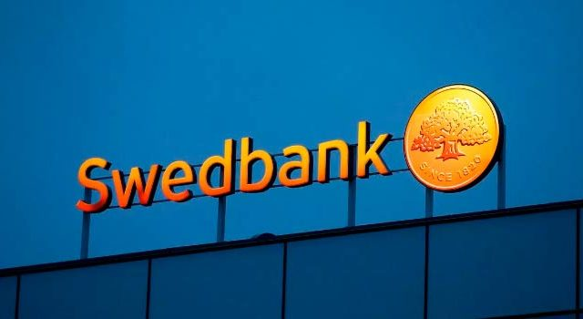 Swedbank suspends Estonian heads in money laundering inquiry